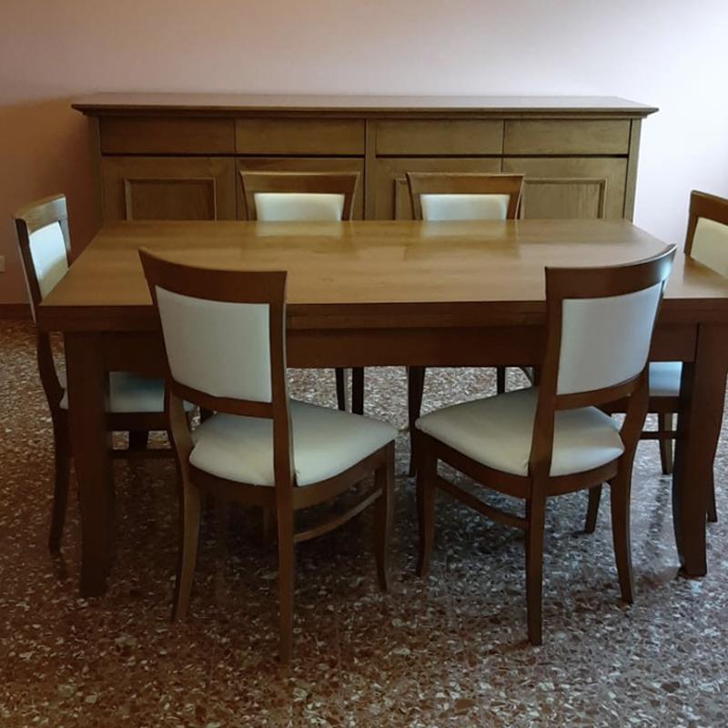 Tavolo con sedie realizzato da Baldi Mobili